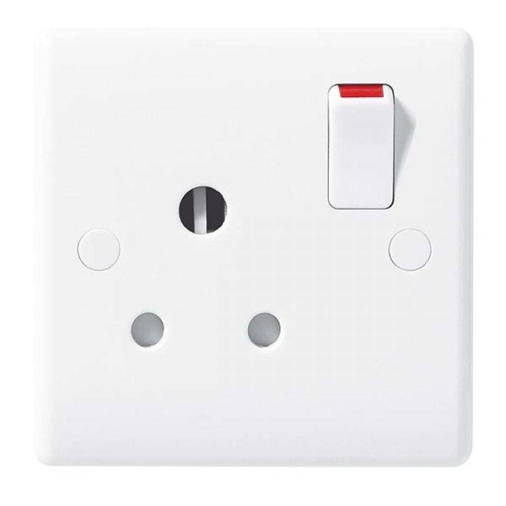 BG White Round Edge 1 Gang 15 Amp Switched Socket