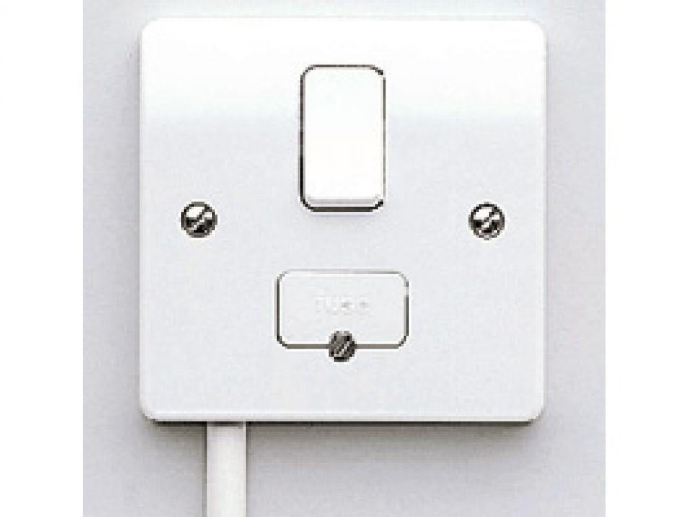 MK Logic Plus K330WHI White Switched Connection Unit c/w Base Flex Outlet 13A